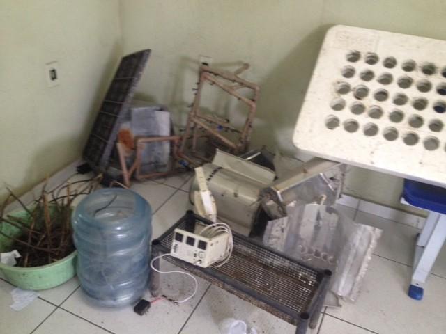 Material apreendido na casa do agrônomo foi levado para a Delegacia de Entorpecentes (Foto: Catarina Costa / G1)
