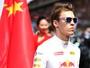 Após largada ousada e raiva de Vettel, Kvyat é escolhido Piloto do Dia na F1