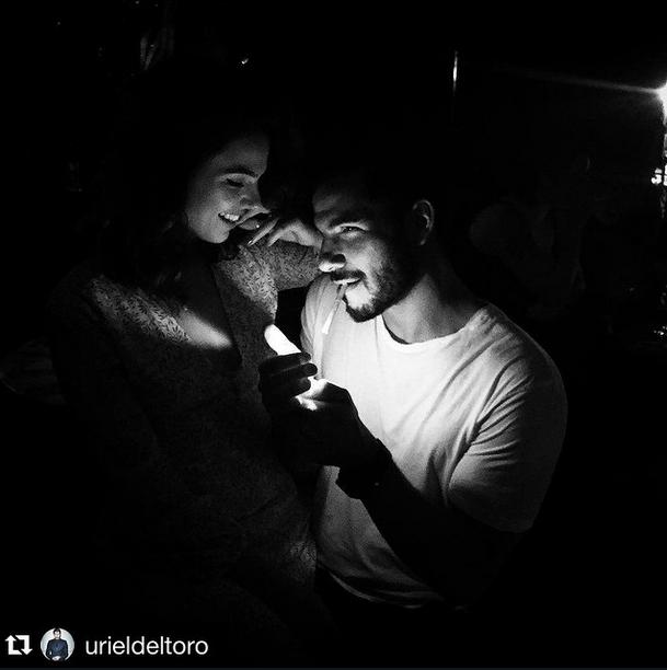 Isis Valverde faz charme em foto com o namorado, Uriel Del Toro (Foto: Reprodução/Instagram)