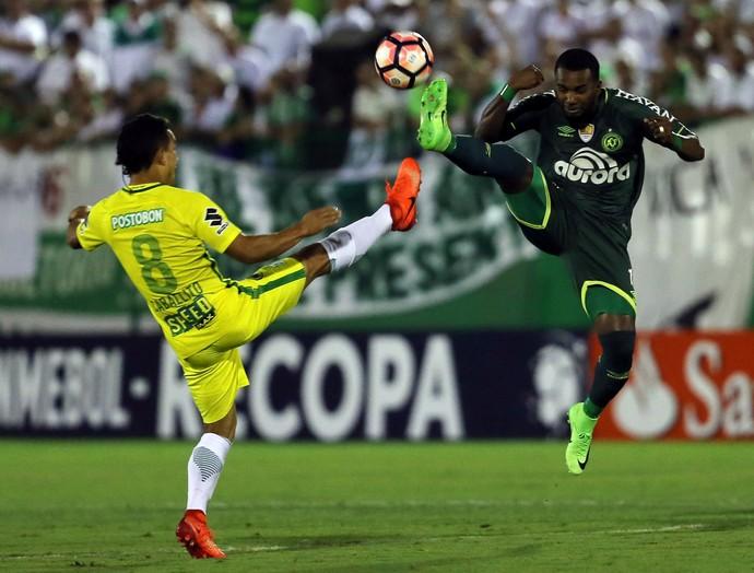 Chapecoense gol Atletico Nacional Recopa (Foto: Reuters)