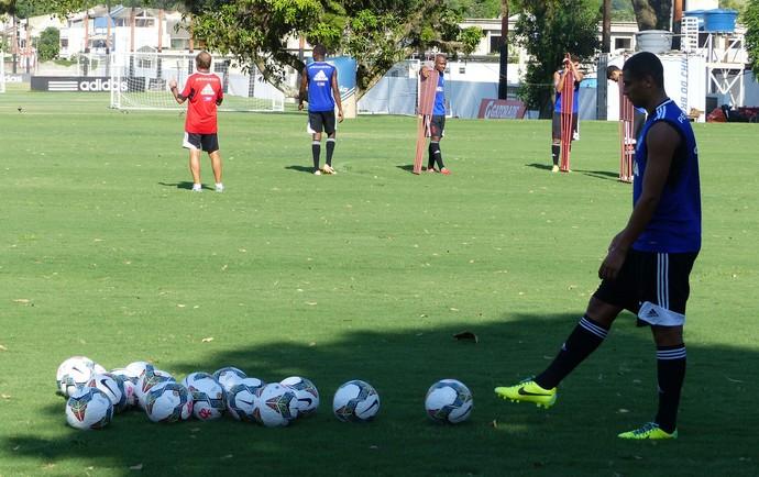 Bola Libertadores treino Flamengo (Foto: Globoesporte.com)