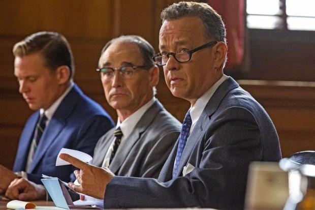 Tom Hanks e Mark Rylance em cena de 'Ponte de Espiões' (Foto: Divulgação)