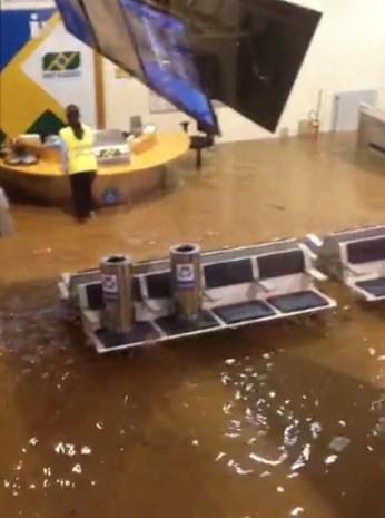 Alagamento no aeroporto da Pampulha. (Foto: Reprodução/TV Globo)