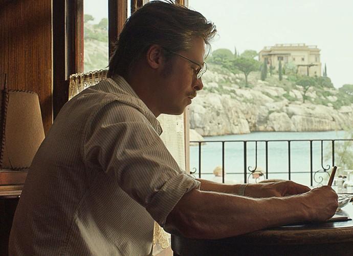 Aos 51 anos, Brad Pitt continua arrancando suspiros pela boa forma e carisma (Foto: Divulgação)
