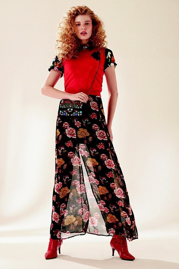Versace, R$ 2.150. Camisa Santa e Nuvem, R$ 159. Saia Forever 21, R$ 100. Bolsa Isla, R$ 1.610. Botas Amaro, R$ 350 (Foto: Ivan Erick (Thinkers MSG))