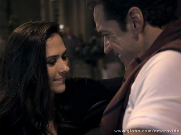 """Valdirene """"nas nuvens"""" com Ignácio, momentos antes de entrar no motel (Foto: Amor à Vida / TV Globo)"""