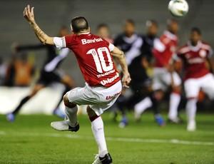 D'alessandro cobra falta (Foto: Alexandre Lops/Divulgação, Inter)