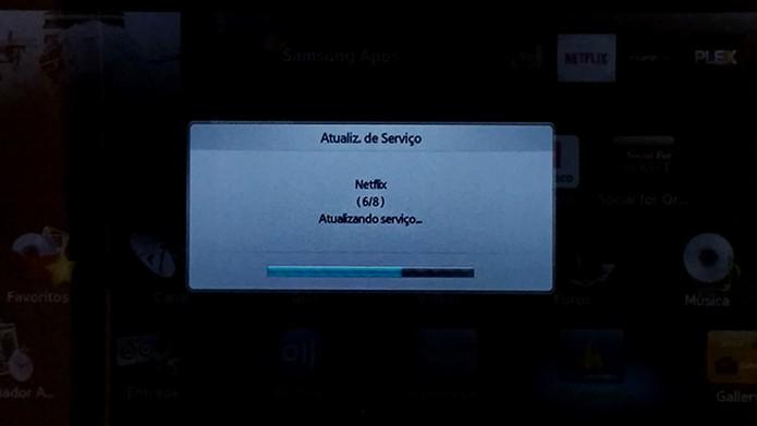 Aguarde a atualização dos aplicativos na Smart TV (Foto: Reprodução/Barbara Mannara)