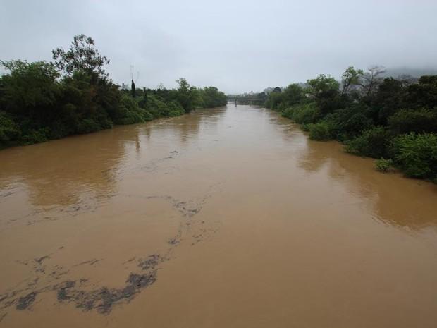 Nível do Rio-Itajaí Açu começou a subir (Foto: Samuel dos Santos / Alto Vale Notícias)