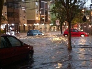 Alagamentos Porto Alegre (Foto: Tatiana Lopes/G1)