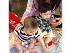 Shakira posta foto do filho brincando
