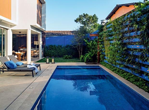 casa-de-praia-arquiteta-Marcia-Monteiro-FM-Arquitetura-porcelanato-piscina-pastilhas-espreguiçadeira (Foto: Edu Castello/Editora Globo)