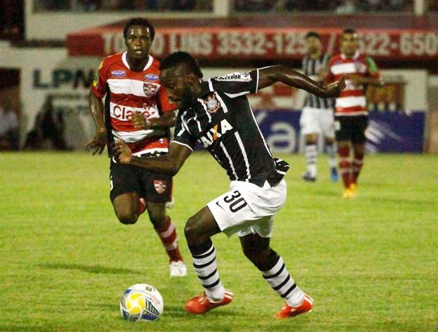 Corinthians x Linense - lance de jogo (Foto: Rubens Cardia / Futura Press)