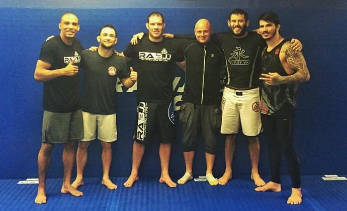 Erick Silva também treinou com Frankie Edgar, Edson Barbosa e Ricardo Cachorrão Almeida, em Nova Jersey (Foto: Divulgação/Arquivo Pessoal)