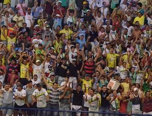 Torcida lotou o Ginásio no conjunto Augusto Franco (Foto: João Áquila/GLOBOESPORTE.COM)