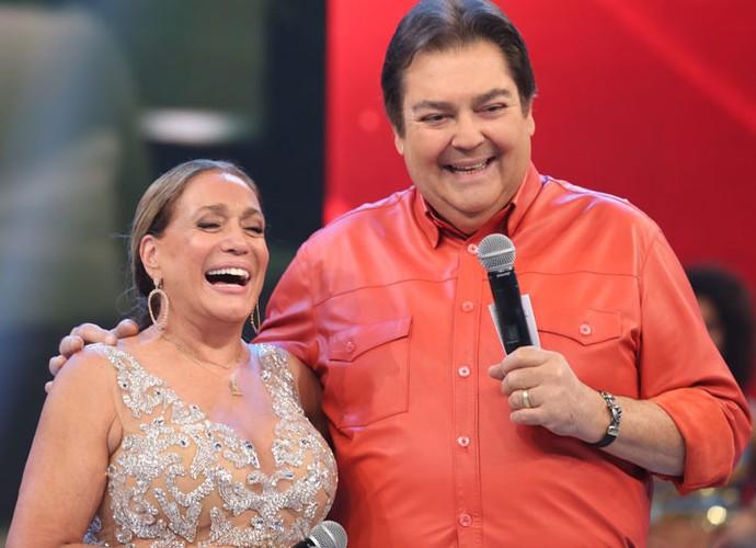 A diva da teleivisão também gargalhou ao relebrar carreira (Foto: Carol Caminha/Gshow)