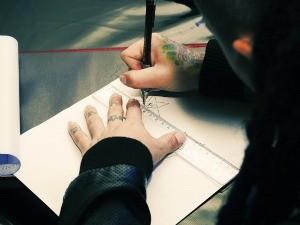 Tatuador desenha estrela com letra 'N' no meio (Foto: Arquivo Pessoal)