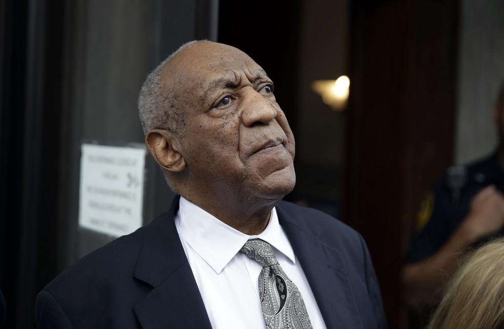 O ator Bill Cosby, na saída do tribunal  (Foto: Reuters)