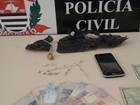Mãe e filho são flagrados com drogas dentro de casa em Itapetininga