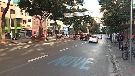 Tráfego de carros e motos é liberado em faixas exclusivas de ônibus em BH