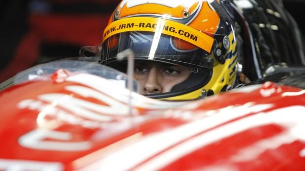 O indiano Karun Chandhok, ex-Fórmula 1, no cockpit do protótipo de JRM no Mundial de Endurance (Foto: Jakob Ebrey / divulgação)