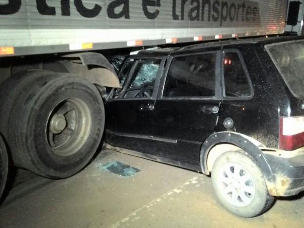 Motorista de carro teria perdido controle da direção, segundo PRF (Foto: Ricardo Schwantes/ Ariquemes 190)