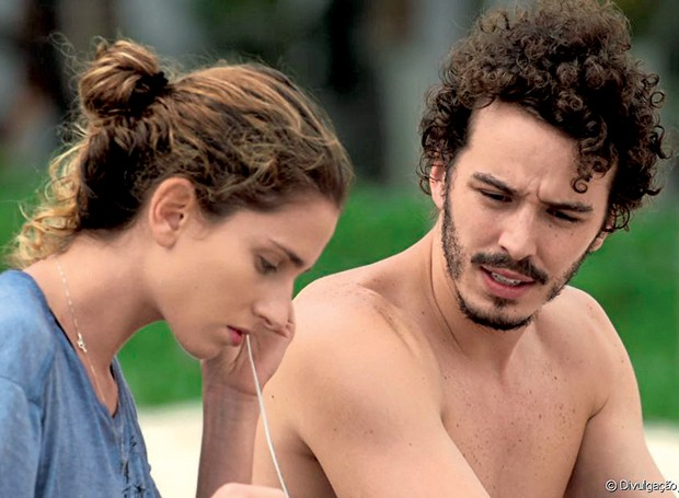 Gabriel contracena com Carol Duarte na novela  A Força do Querer (Foto:  )