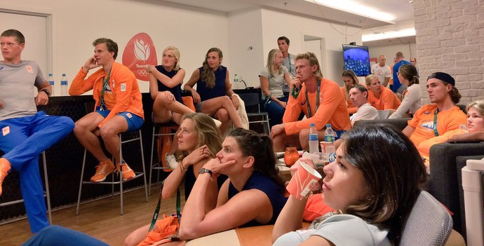 Holandesas na Vila cerimônia de abertura da Olimpíada no Maracanã (Foto: Instagram)