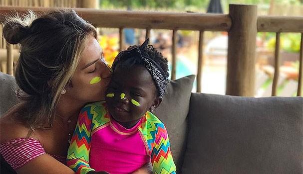 Giovanna Ewbank e Chisomo (Titi) (Foto: Reprodução/Instagram)