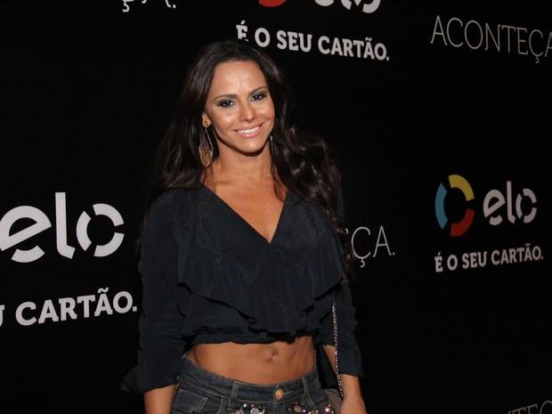 Viviane Araújo em show na Zona Oeste do Rio (Foto: Wallace Barbosa/ Ag. News)