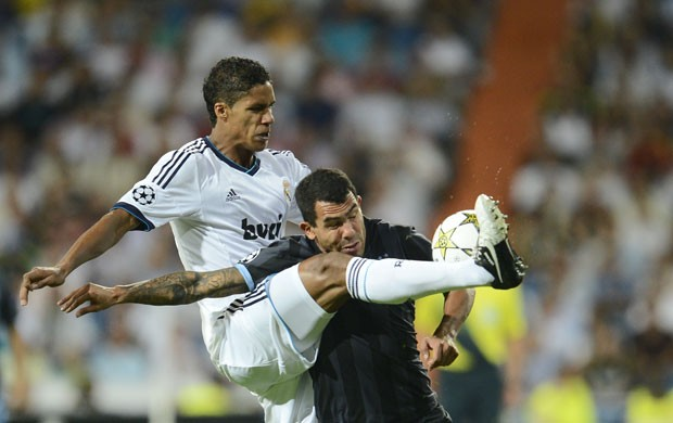 tevez varane real madrid x manchester city (Foto: AFP)