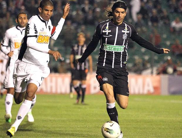 Leonardo Silva e Loco abreu, Figueirense x Atlético-MG (Foto: Rubens Flores / Agência Estado)