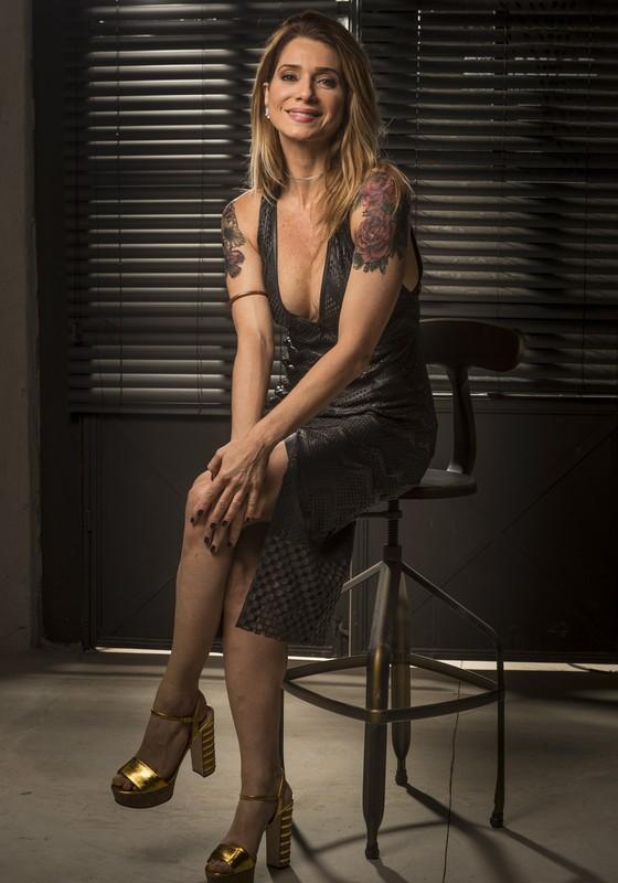 Letícia Spiller vive a roqueira tatuada Lenita na novela Sol Nascente (Foto: TV Globo/ João Miguel Jr)