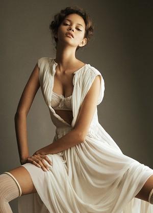 Marina Nery modela há seis anos e mora em Nora Iorque há quatro (Foto: Remi Kozdra e Kasia Baczulis)