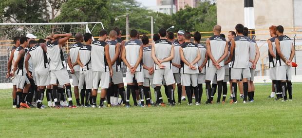 Treino do Treze, PV, jogadores com técnico Vica (Foto: Magnus Menezes / Jornal da Paraíba)