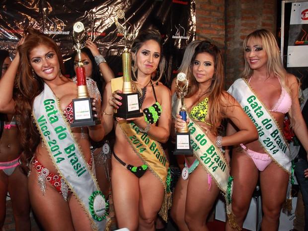 Rosie Oliveira, Gaby Rodrigues, Hellen Bonato e Cris Lopes no Gata do Brasil, em São Paulo (Foto: Celso Tavares/ EGO)