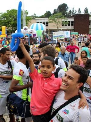 Líbero Fábio Paes Integração Criança TV Integração JF Vôlei Juiz de Fora (Foto: JF Vôlei/Divulgação)