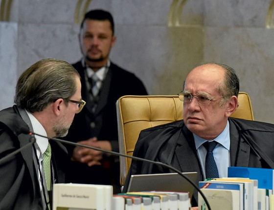 Os ministros Gilmar Mendes e Dias Toffoli.A decisão tomada por eles de soltar José Dirceu foi um golpe na Lava Jato (Foto: Mateus Bonomi/AGIF/AFP)