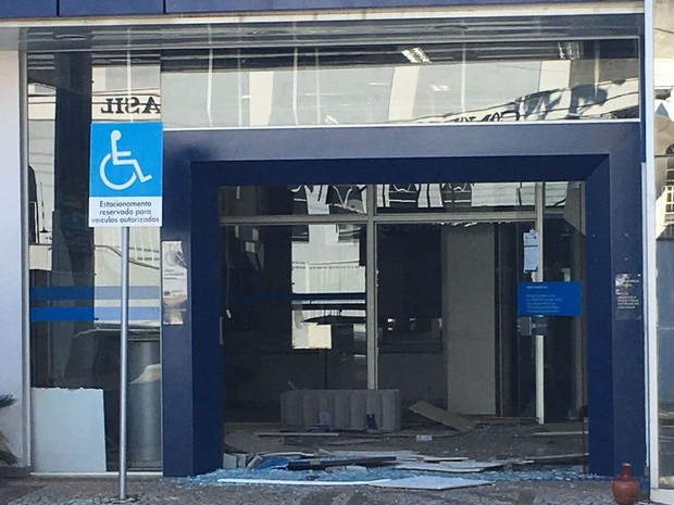 Quadrilha fortemente armada explode caixas em agência bancária de Jarinu (Foto: Divulgação)