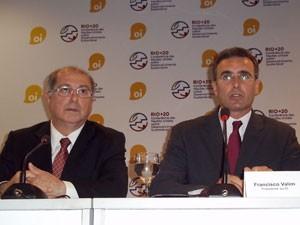 O ministro Paulo Bernardo e o presidente da Oi, Francisco Valim (Foto: Lilian Quain/G1)