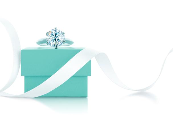 O icônico anel de noivado Tiffany Setting, acompanhado pelo blue box  (Foto: Divulgação)