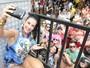 Scheila Carvalho e ex-BBBs Yuri e Flávia Viana curtem bloco de carnaval