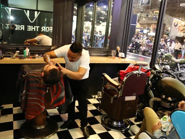 Barbearia Corleone está no estande da Triumph no Salão Duas Rodas (Foto: Divulgação)