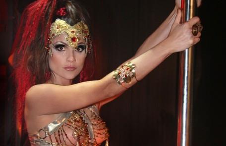 Em 'Duas caras' (2007), Flavia Alessandra interpretou uma dançarina de pole dance, a Alzira Leo Lemos/TV Globo