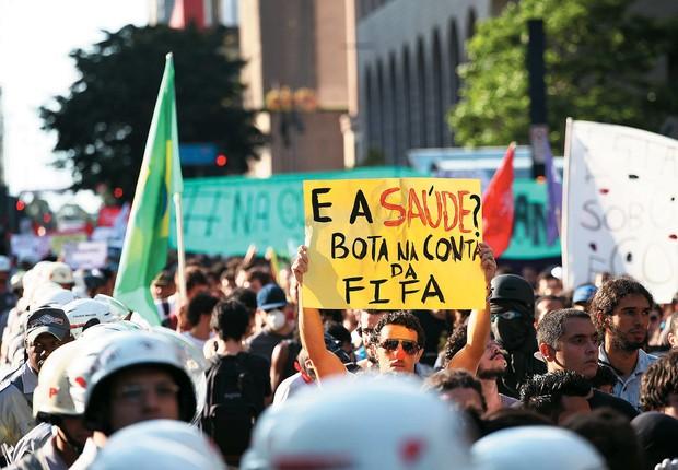 NAS RUAS Protesto contra o Mundial em São Paulo, no  dia 25. Episódios de violência preocupam o governo federal (Foto: Renato S. Cerqueira/Futura Press/Folhapress)