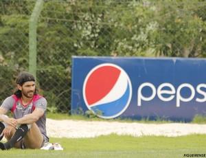 Loco Abreu esteve no CFT nesta quinta (Foto: Luiz Henrique, FFC)
