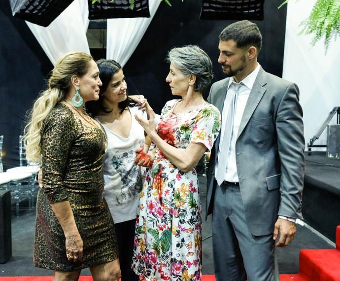 Susana Vieira, Cassia Kis, Vanessa Giácomo e Cauã Reymond posam descontraídos após gravarem sequência trágica (Foto: Ellen Soares/Gshow)