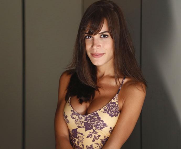 Antes, com cabelo comprido, Carla interpretava Helô, em Babilônia (Foto: Raphael Dias/Gshow)