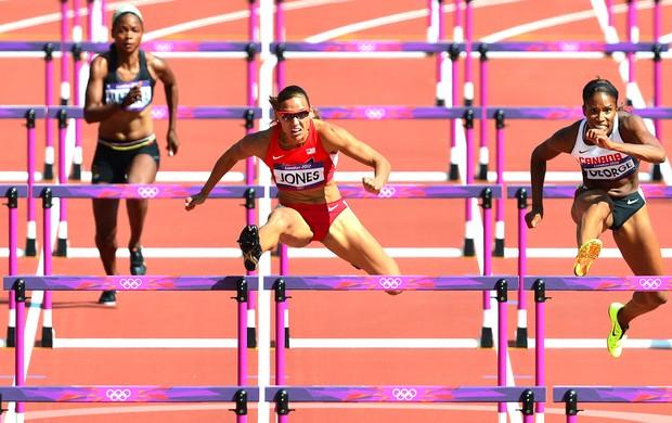 LoLo Jones na prova dos 100m com bareiras (Foto: AFP)