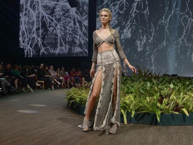 Carol Trentini desfila em evento de moda em Belo Horizonte, Mina Gerais (Foto: Francisco Cepeda/ Ag. News)
